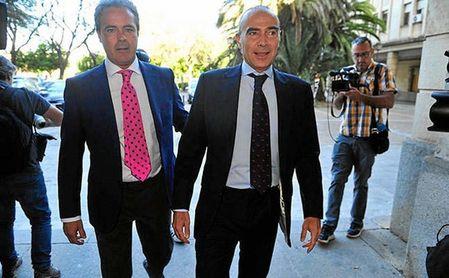 Luis Oliver y Pepe León, condenados por su gestión en el Betis.
