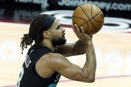 121-101. Spurs, con Mills de líder, logran su victoria más amplia