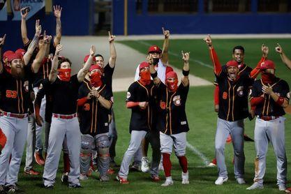 Criollos de Caguas ganan el béisbol invernal P.Rico e irán a Serie del Caribe