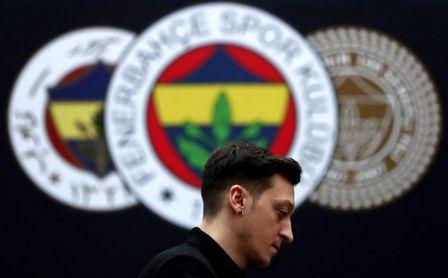"""Mesut Özil: """"Siempre he sido del Fenerbahçe""""."""