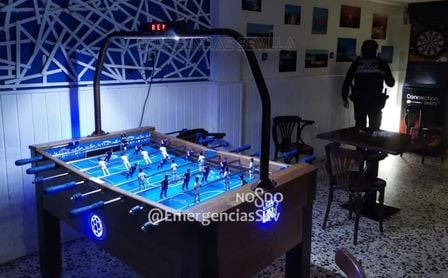 Precintan un bar en Sevilla con 33 personas dos horas después de la hora de cierre.