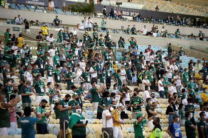 """La final de la Libertadores """"sin público"""" no impide pequeñas aglomeraciones"""