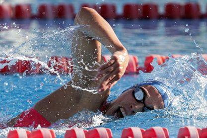 Jimena Pérez quita a Mireia Belmonte el récord de España de 5.000 m
