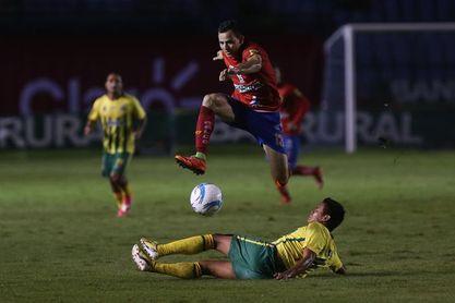 Municipal del argentino Bini y Guastatoya del uruguayo Coito jugarán la final del fútbol en Guatemala