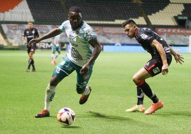 3-1. El León vence al San Luis con goles de los chilenos Dávila y Meneses