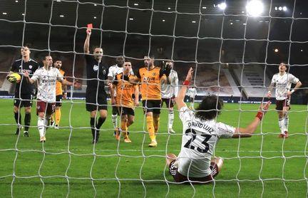 Una expulsión de David Luiz precipita la derrota del Arsenal