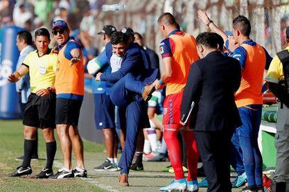 Dos técnicos sudamericanos van por un nuevo título en el fútbol de Guatemala