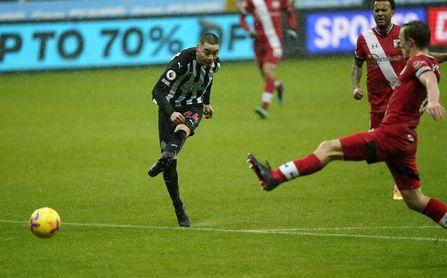 Miguel Almirón alivia al Newcastle