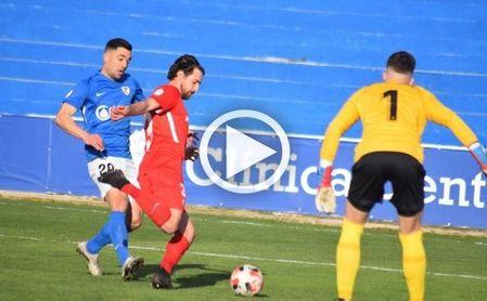(Vídeo) La plantilla del Sevilla Atlético arropa a su compañero Aspar, que pasará la noche en un hospital de Linares