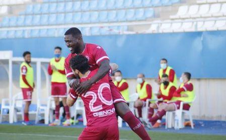 Drenthe marca su primer gol con el Racing en su nueva etapa en España.