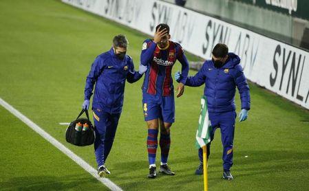 El Barcelona se entrena sin Araujo y pensando en el Sevilla.