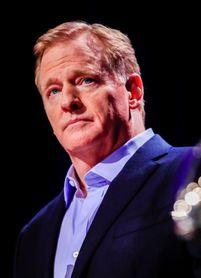 Llueven críticas a comisionado de la NFL por no usar máscara