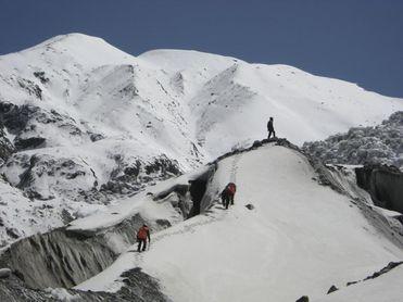 El mal tiempo impide la búsqueda de los montañeros desaparecidos en el K2