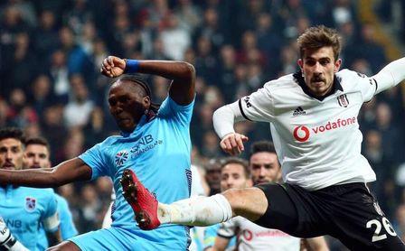 Toköz tiene 24 años, es internacional y quedará libre el próximo 30 de junio.
