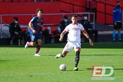 Diego Carlos realizó casi tantos despejes como toda la SD Huesca.