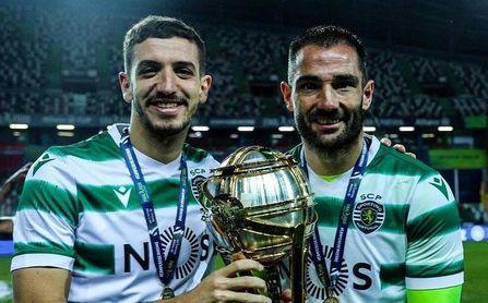 Feddal y Adán celebra la Copa de la Liga Portuguesa.