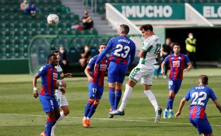 1-0. El Elche respira a costa del Eibar