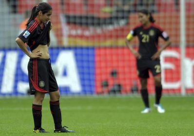 3-1. Las mexicanas vuelven al Azteca y ganan en el debut de Mónica Vergara