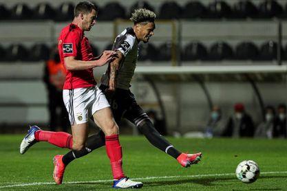 Estupiñán marca con el Vitória Guimarães y el Benfica vuelve a tropezar