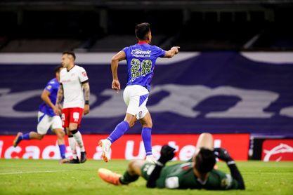 """El argentino Fernández se declara """"muy feliz"""" en Cruz Azul tras paso por Boca"""