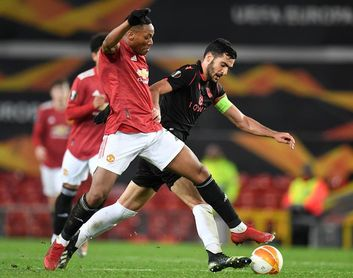 El Milán y United pasan de ronda; Leverkusen y Leicester se despiden