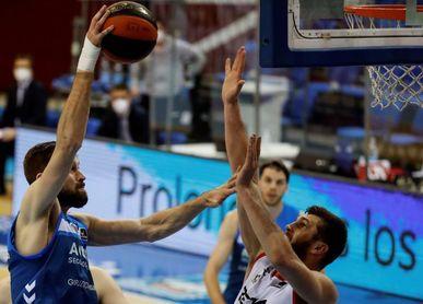 74-97. Hakanson y Balvin lideran las clara victoria del Bilbao Basket