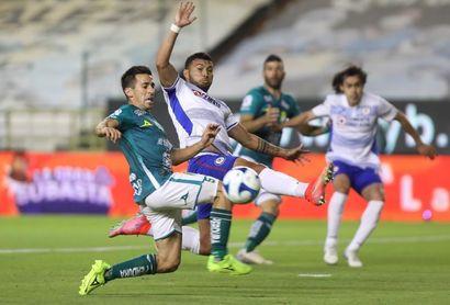 El ecuatoriano Bryan Angulo manda al Cruz Azul al liderato del Clausura