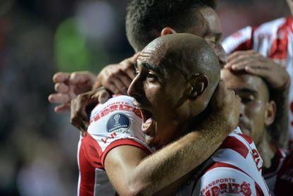 Lanús cae ante Unión en el último minuto y no logra alcanzar al líder Vélez