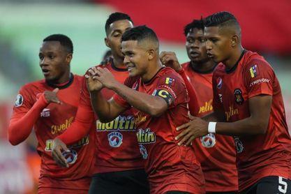 2-0. Caracas acepta el regalo y se cita con el Junior en la segunda fase