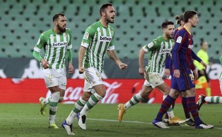 Víctor Ruiz se apunta al Alavés, las palabras de Monchi, su futuro... ¿en el Betis?