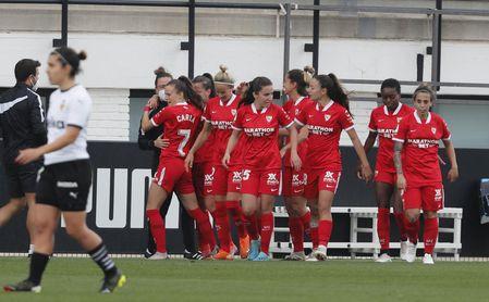 1-2: El Sevilla Femenino remonta en Valencia con un doblete de Pina