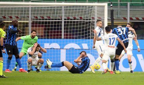 El Atalanta lleva al límite al Inter, pero paga la ley del líder