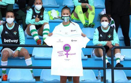 Las futbolistas del Betis se 'examinan' sobre fútbol femenino