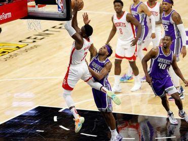 125-105. De'Aaron Fox y los Kings dejan a los Rockets con la decimocuarta derrota
