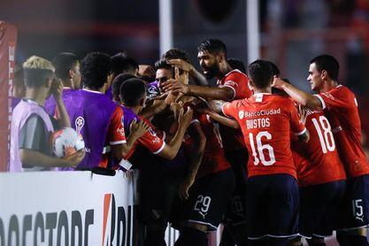 Independiente golea a Sarmiento por 6-0 y lidera la Zona A con Vélez