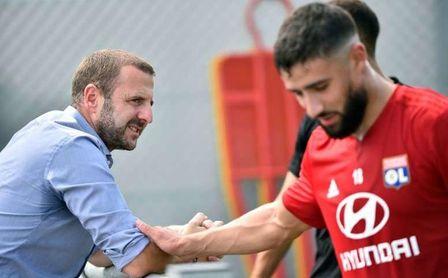 Florian Maurice, director deportivo del Rennes, antes del Lyon, junto a Fekir.