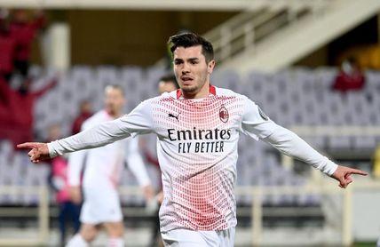 El Milan, con gol de Brahim, no tira la toalla por el título