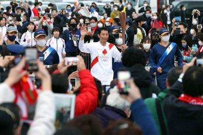 La llama de Tokio 2020 recorre las zonas más afectadas de 2011 en un relevo burbuja