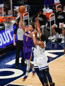 121-116. Booker, con 45 puntos, mantiene ganadores a los Suns