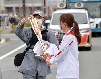 El Gobernador de Osaka pide cancelar parte del relevo de la antorcha por la covid