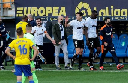 El partido se reanudó previa condena del racismo por parte del Valencia