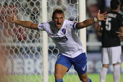 3-0. Nacional golea a Rentistas y se acerca al bicampeonato del fútbol en Uruguay