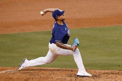 4-2. Urías lanza sólido para los Dodgers y se apunta ante los Rockies su primer triunfo