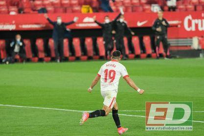 Acuña hizo ante el Atlético el tanto del Sevilla, a pase de Navas.