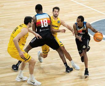 89-60. El Tenerife derrota al Burgos y termina primero de su grupo