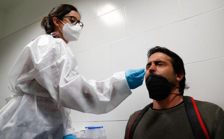 Andalucía suma 1.767 casos Covid, 38 muertes y la incidencia sube casi siete puntos hasta 163.