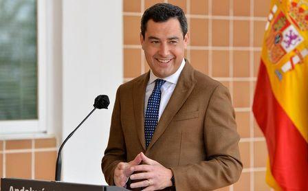Juanma Moreno defiende los contactos con Sputnik.