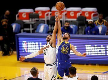 Stephen Curry supera a Wilt Chamberlain como líder encestador de los Warriors