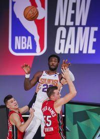 106-86. Deandre Ayton fue demasiado para los Heat y los Suns siguen dominantes