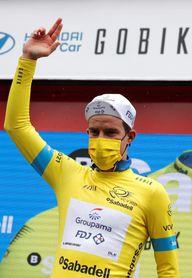 El australiano Scotson se lleva la primera etapa y el jersey amarillo